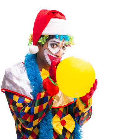 Junger lustiger Clown-Komiker isoliert auf weiß