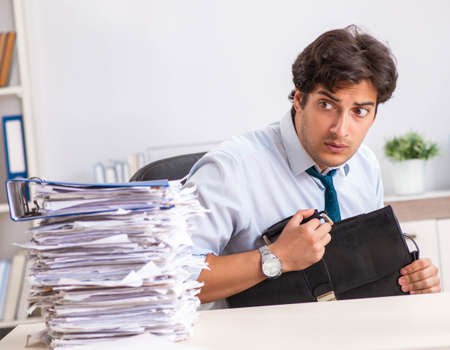 Overloaded busy employee with too much work and paperwork Standard-Bild