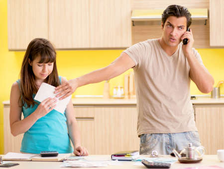 Young family struggling with personal finance Archivio Fotografico