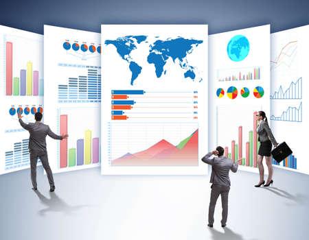 El concepto de gráficos comerciales y visualización de finanzas. Foto de archivo