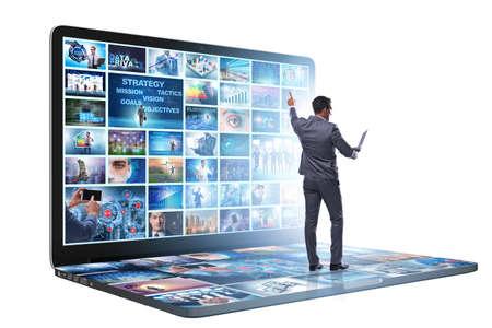 Beaucoup d'images différentes dans le concept de streaming vidéo