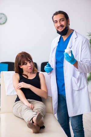 Young woman visiting male doctor dermatologist 스톡 콘텐츠