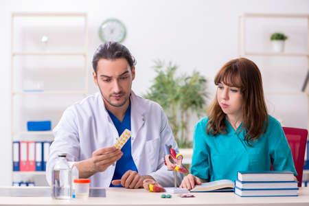 Two doctors colleagues working in the hospital Zdjęcie Seryjne