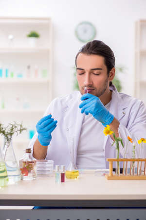 Young male chemist in perfume synthesis concept Stockfoto