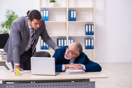 Two male employees working in the office 版權商用圖片
