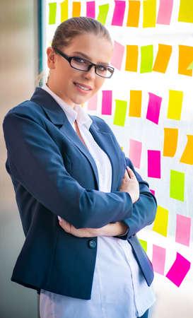 Beautiful female employee with many conflicting priorities 版權商用圖片