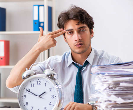 Overloaded busy employee with too much work and paperwork Imagens - 150403503