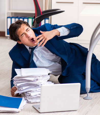 Tired exhausted businessman working overtime in office Imagens