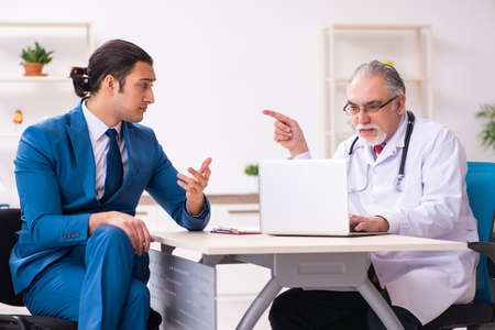 Young businessman meeting with old doctor Standard-Bild