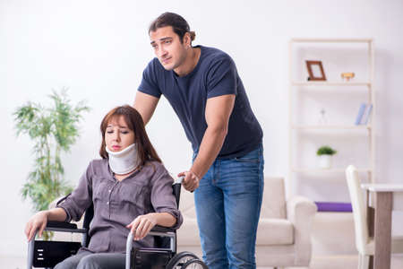 Disabled wife and young husband at home Banque d'images - 151432624