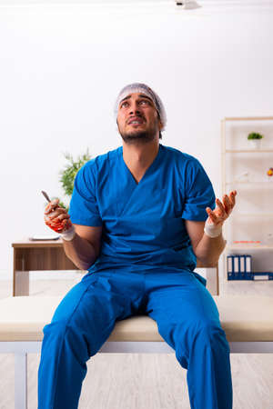 Young male doctor surgeon in fatal negligence concept Banque d'images - 151454357