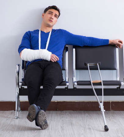 Desperate man waiting for his appointment in hospital with broke Banque d'images - 151502434