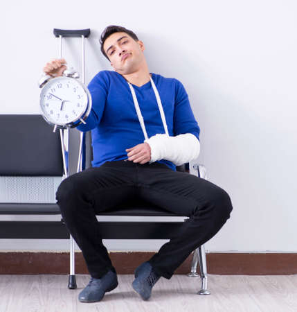 Desperate man waiting for his appointment in hospital with broke Banque d'images