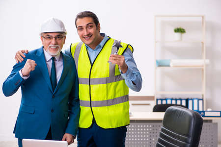 Two male architects working in the office Banque d'images