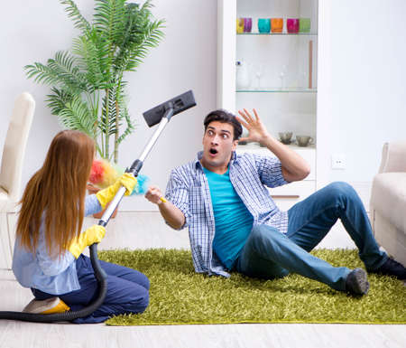 Young family cleaning the house Imagens