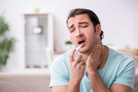 Young man suffering from sore throat Stockfoto