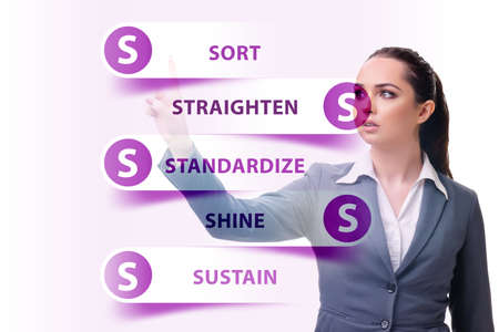 Businesswoman in 5S workplace organisation concept Banque d'images