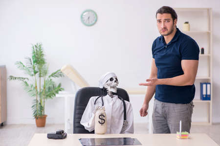 Young man visiting dead doctor in expensive medicine concept Stock fotó