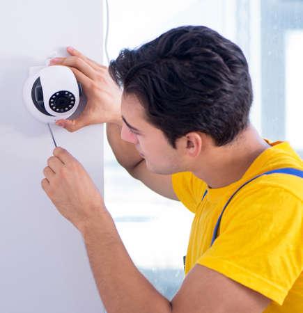 Contractor installing surveillance CCTV cameras in office Archivio Fotografico