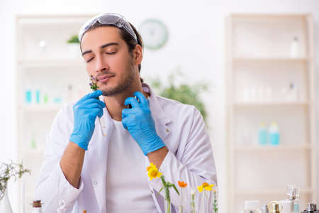 Young male chemist in perfume synthesis concept Foto de archivo