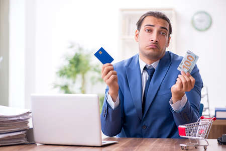 Young male businessman in ecommerce concept 免版税图像