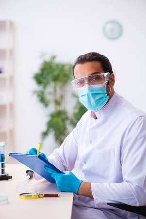 Young male chemist working in the lab 版權商用圖片