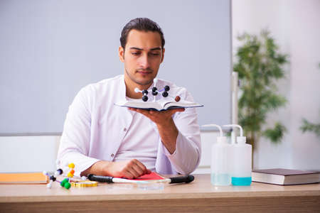 Young male chemistry teacher in the classroom Archivio Fotografico