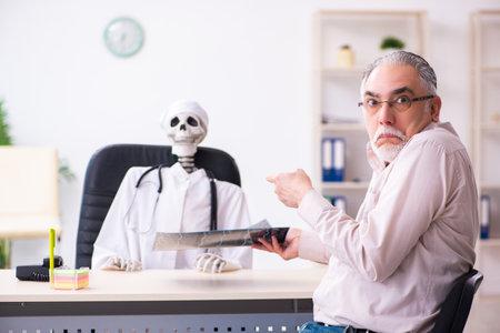 Old man visiting dead doctor radiologist