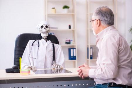 Old man visiting dead doctor