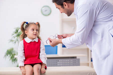 Small girl visiting young male doctor oculist Zdjęcie Seryjne