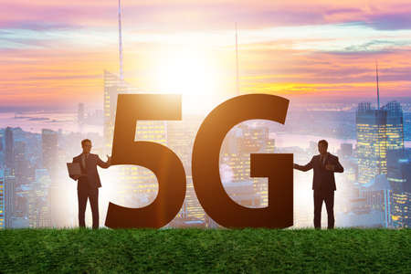 5G communication network concept with silhouettes 版權商用圖片