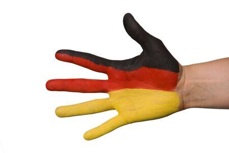 tratados: una mano pintada con los colores de alemania