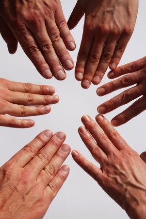 muchas manos simbolizando equipo, la familia, la unidad