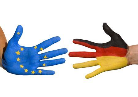 tratados: dos manos que simbolizan la relaci�n entre Alemania y Europa