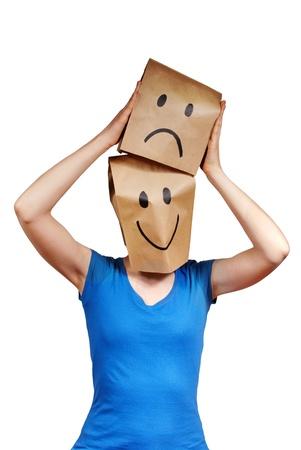 persona con la bolsa de papel simboliza cambiar estados de �nimo, aislado Foto de archivo