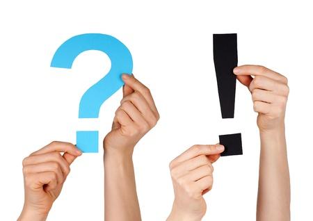 actuality: un punto interrogativo blu e un punto interrogativo nero, isolato