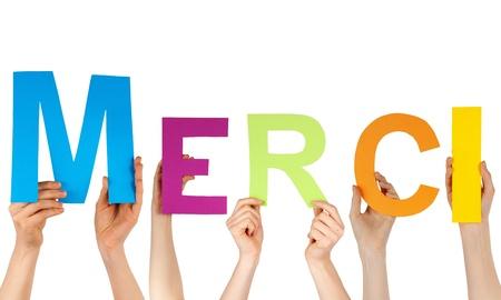 agradecimiento: Las manos sostienen la palabra franc�s MERCI, lo que significa gracias, aislados