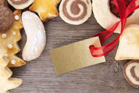 a golden label with copyspace framed by christmas cookies photo