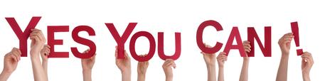 mucha gente: Muchas personas Holding las palabras rojas S� se puede, aislados