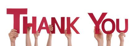 merci: Beaucoup de mains tenant le mot rouge Merci, isol�