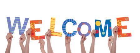 bienvenidos: Muchas personas la celebraci�n de la Palabra colorida Bienvenido, Aislado
