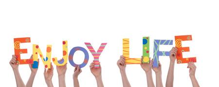 love of life: Molte mani che tengono le parole colorate godersi la vita, isolato Archivio Fotografico