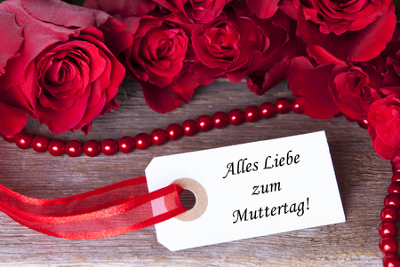 in liebe: A Mothers Day with the German Words Alles Liebe zum Muttertag which means Happy Mothers Day Stock Photo