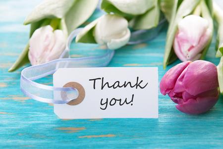 Etiqueta con Usted y tulipanes Gracias en una turquesa