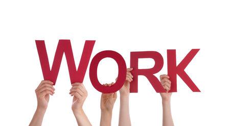 outwork: Muchas Manos Sosteniendo el rojo de palabra de trabajo, aislado