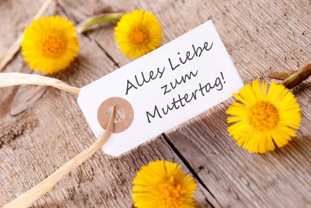 in liebe: White Banner with the German Words Alles Liebe zum Muttertag, which means Happy Mothers Day Stock Photo