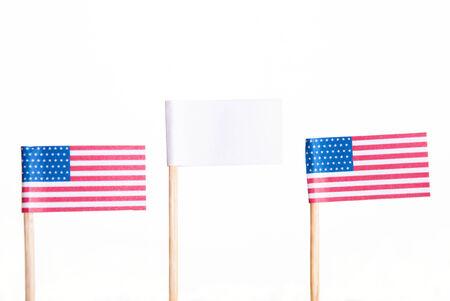 american flags: Dos banderas americanas con una bandera blanca con copyspace en el Oriente, Aislado Foto de archivo