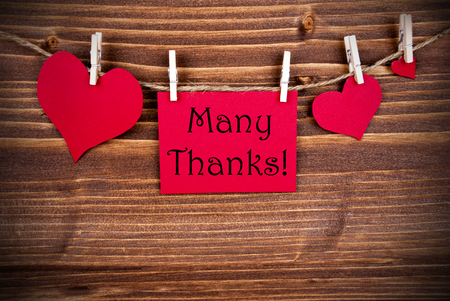 many thanks: The Words Many Thanks on a red Tag with Hearts Hanging on a Line on Wooden Background Stock Photo