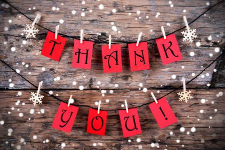 agradecimiento: Gracias en Red Etiquetas colgando de una línea en la nieve
