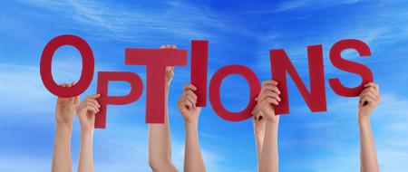 arbitrario: Manos que sostienen las Opciones de Word delante del Cielo